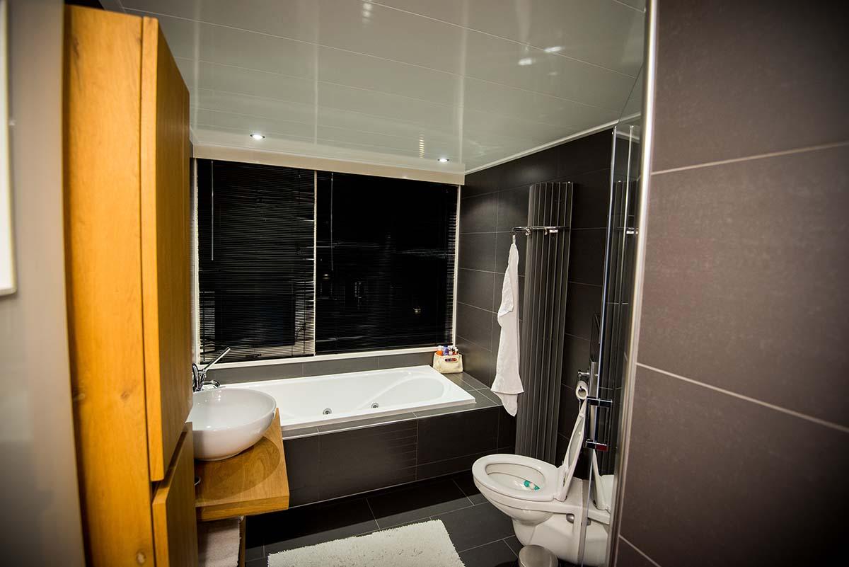 Badkamer vernieuwen met een inloopdouche in Ede - Schouten Kleinbouw ...