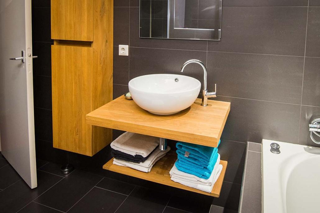 Badkamer verplaatsen met een ligbad en inloopdouche in Ede ...